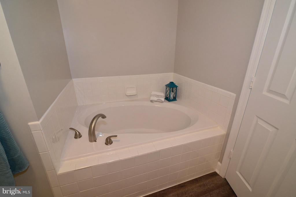 Soaking Tub - 43996 KINGS ARMS SQ, ASHBURN