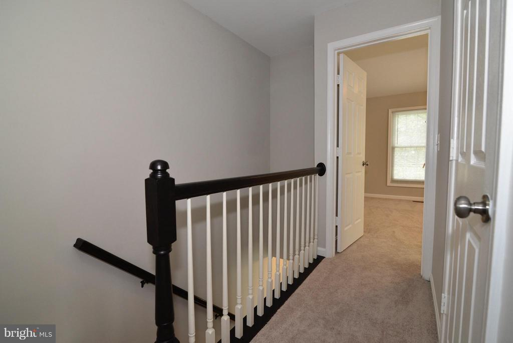 Upstairs Hallway, refinished railings - 43996 KINGS ARMS SQ, ASHBURN