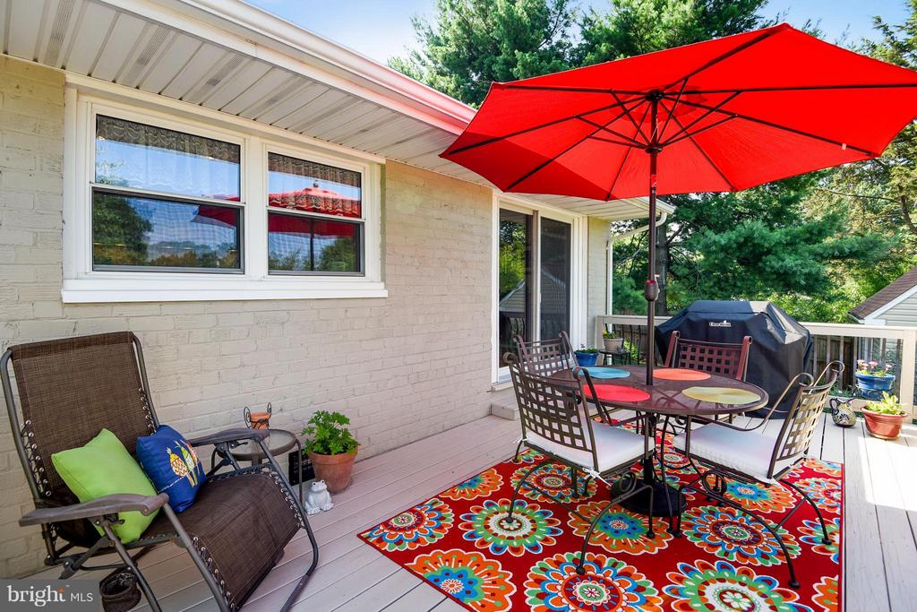 This deck is so perfect! - 5802 FLAXTON PL, ALEXANDRIA