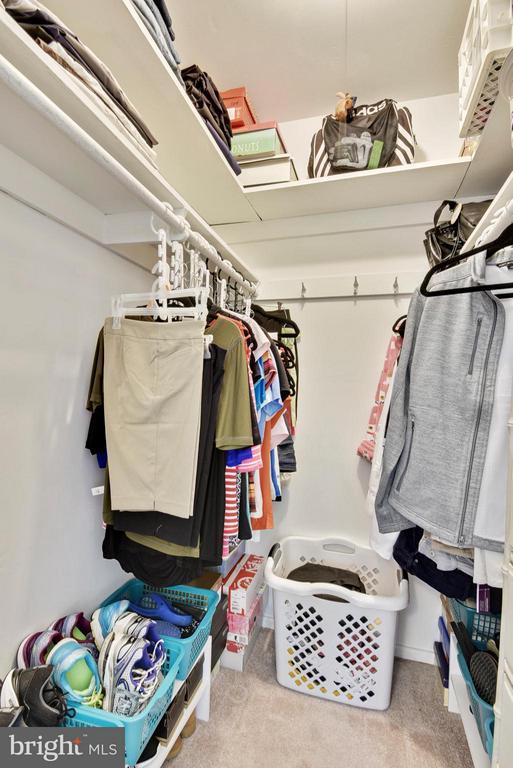 Spacious walk in master closet - 5802 FLAXTON PL, ALEXANDRIA