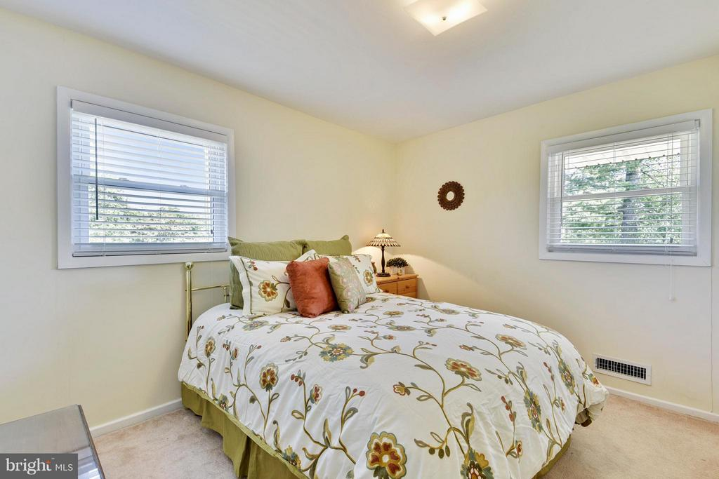 Second bedroom on upper level - 5802 FLAXTON PL, ALEXANDRIA