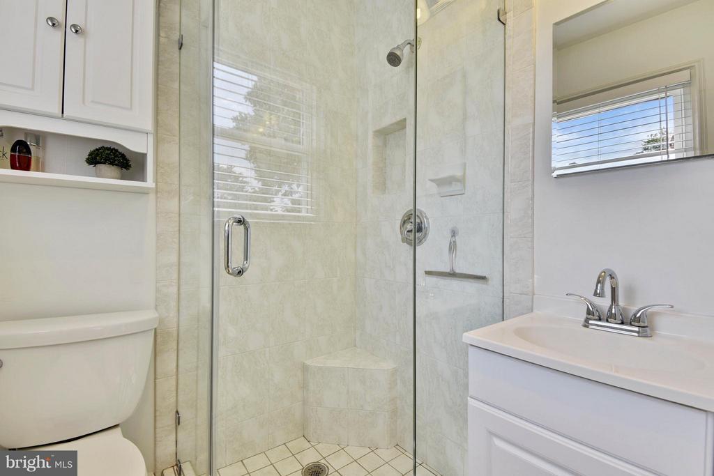 Ensuite updated bathroom - 5802 FLAXTON PL, ALEXANDRIA