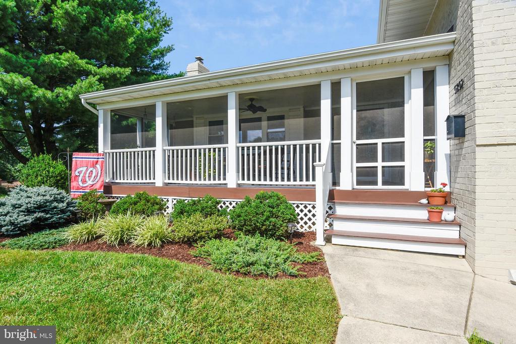 Screened in front porch - 5802 FLAXTON PL, ALEXANDRIA