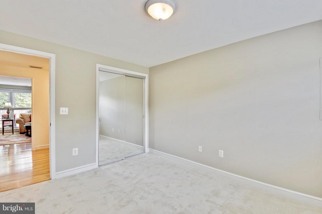 True legal bedroom on lower level - 5802 FLAXTON PL, ALEXANDRIA
