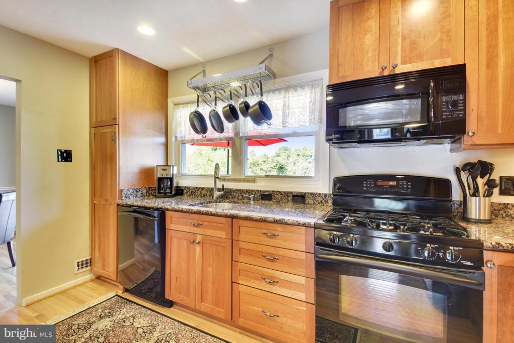 Gorgeous updated kitchen - 5802 FLAXTON PL, ALEXANDRIA