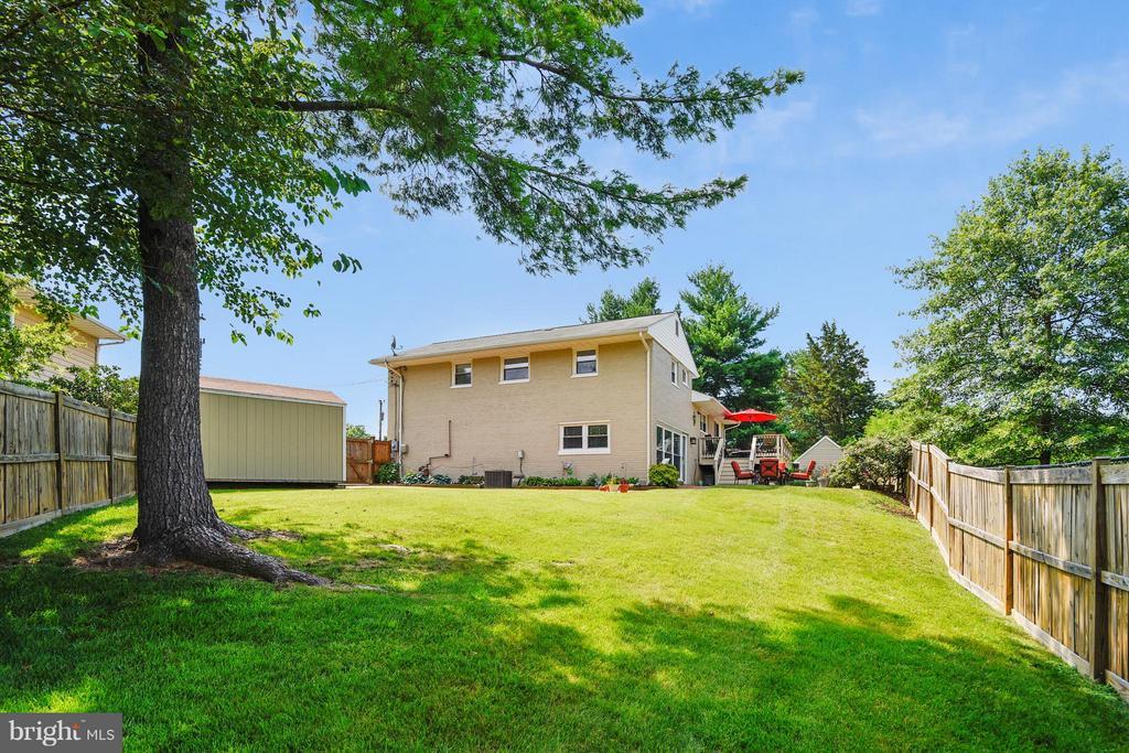 Large backyard! - 5802 FLAXTON PL, ALEXANDRIA