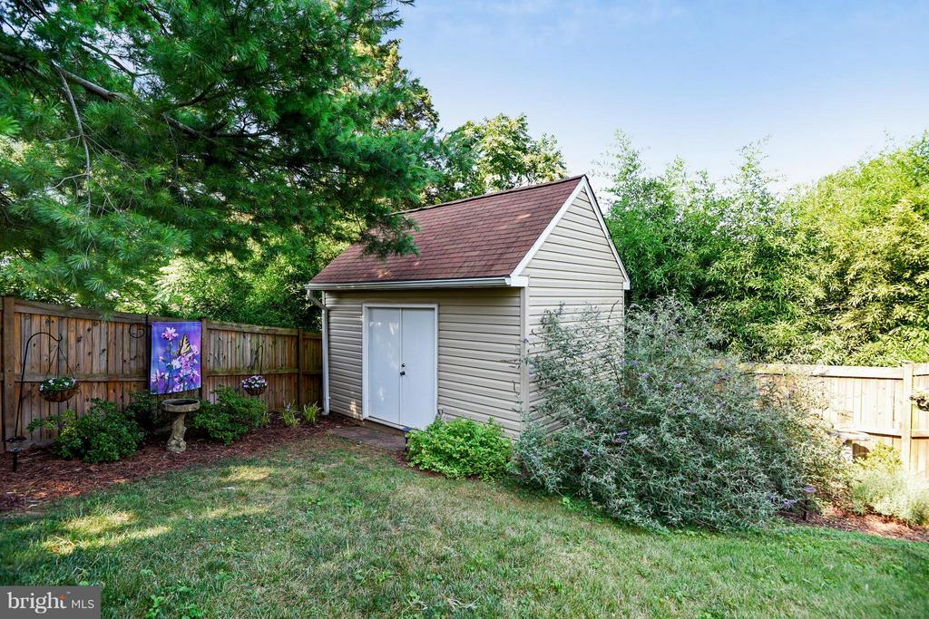 Amazing shed with loft! - 5802 FLAXTON PL, ALEXANDRIA
