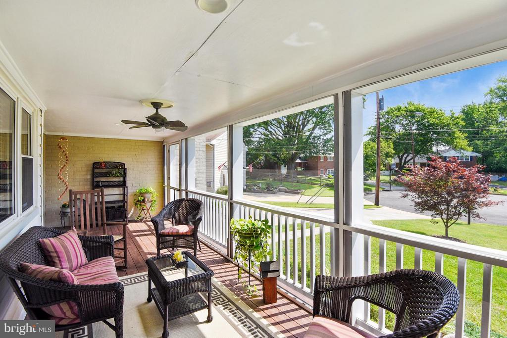 Screened in porch - 5802 FLAXTON PL, ALEXANDRIA
