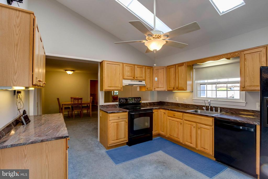 Kitchen - 1107 MAPLE AVE, STERLING