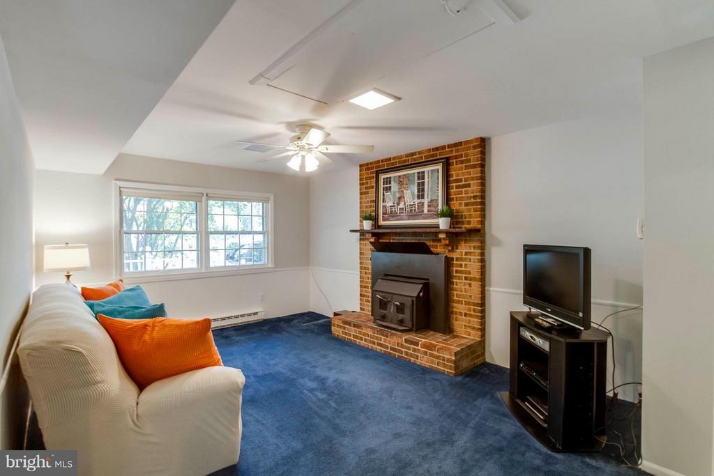 Family Room - 1107 MAPLE AVE, STERLING