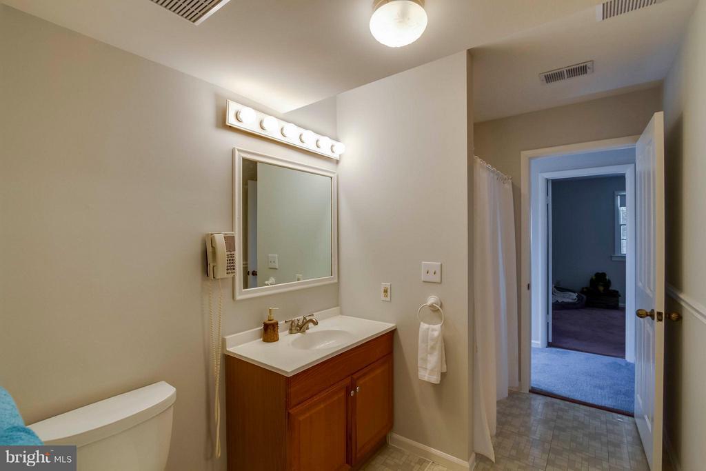 Main Level Full Bath - 1107 MAPLE AVE, STERLING