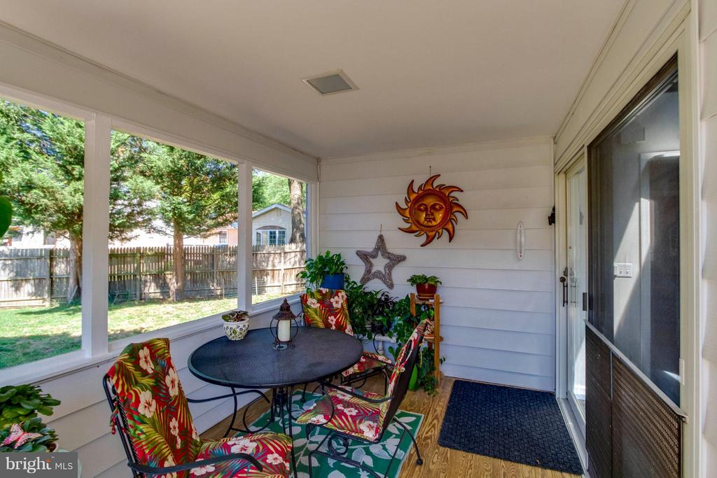 Screened Back Porch - 1107 MAPLE AVE, STERLING