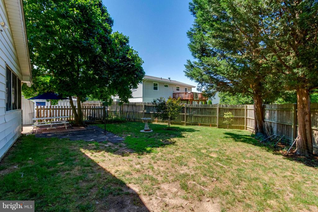 Fully Fenced Backyard - 1107 MAPLE AVE, STERLING