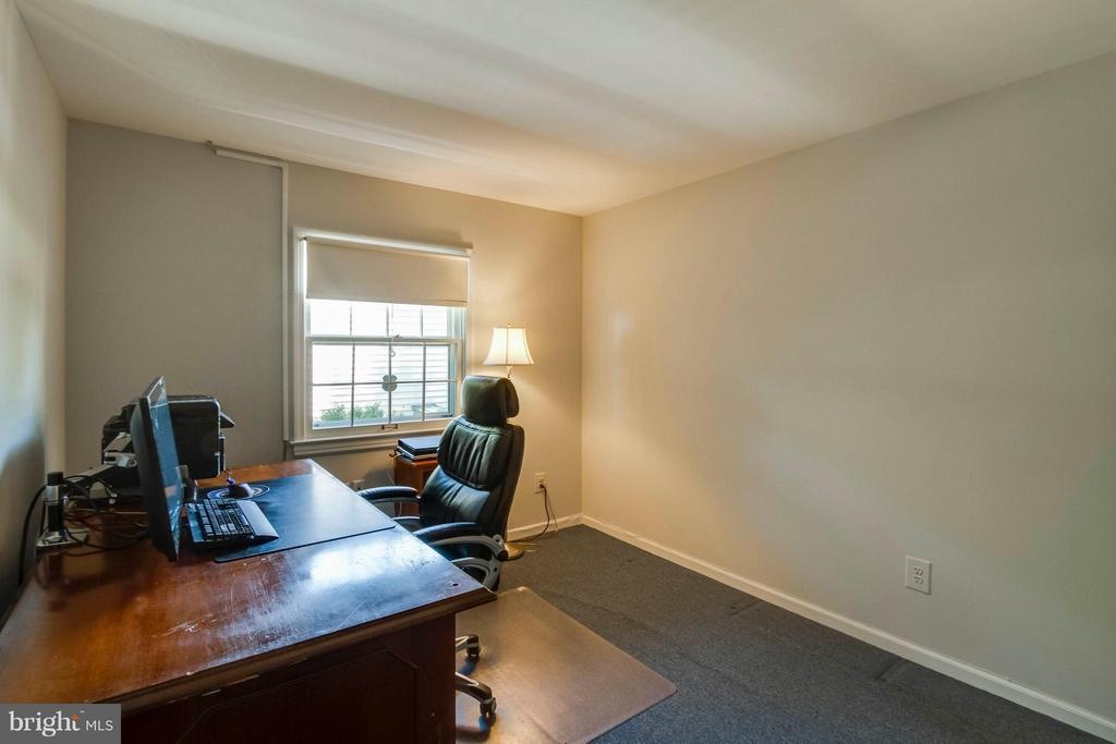 Main Level Office - 1107 MAPLE AVE, STERLING
