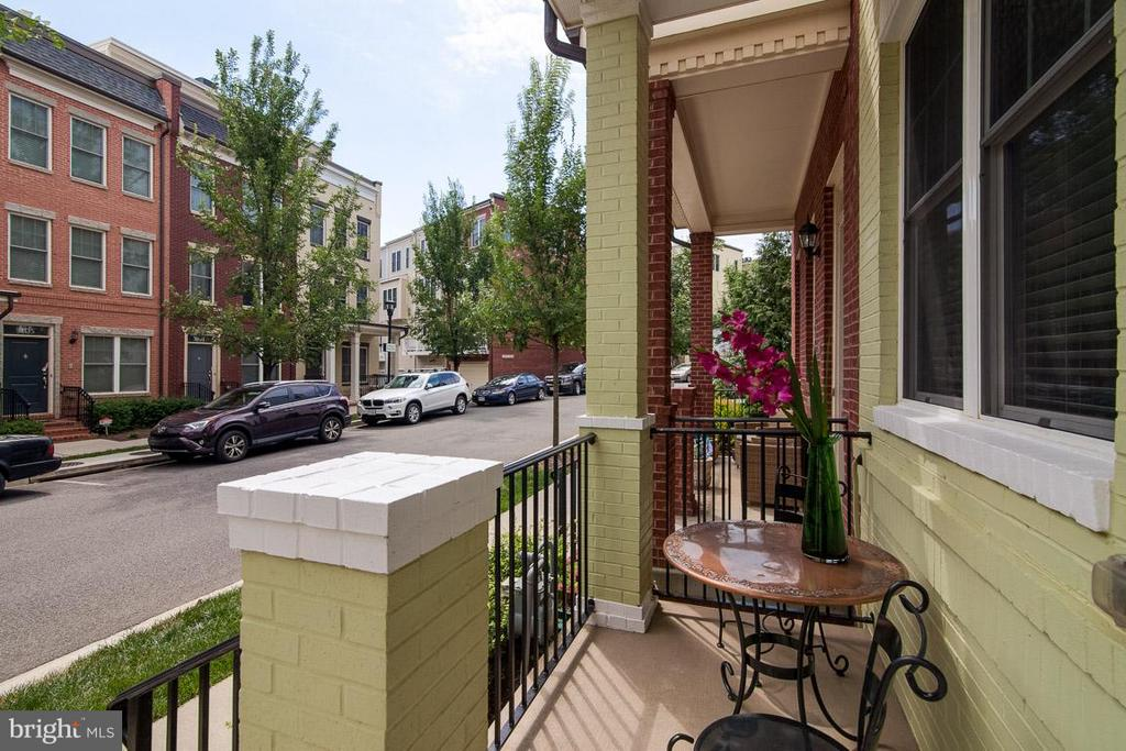 Sweet front porch - 3102 CHANCELLORS WAY NE, WASHINGTON