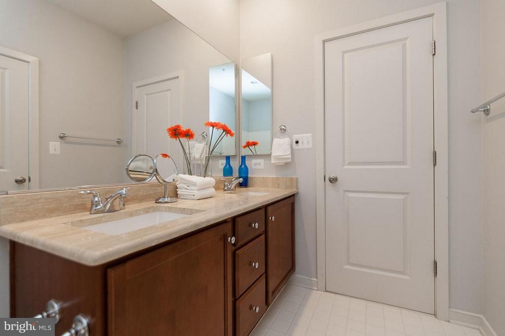Shared Bath on 3rd Level w/ Double Vanity - 3102 CHANCELLORS WAY NE, WASHINGTON