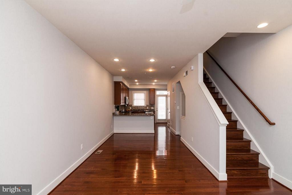 Living Room w/ view toward Kitchen - 3102 CHANCELLORS WAY NE, WASHINGTON