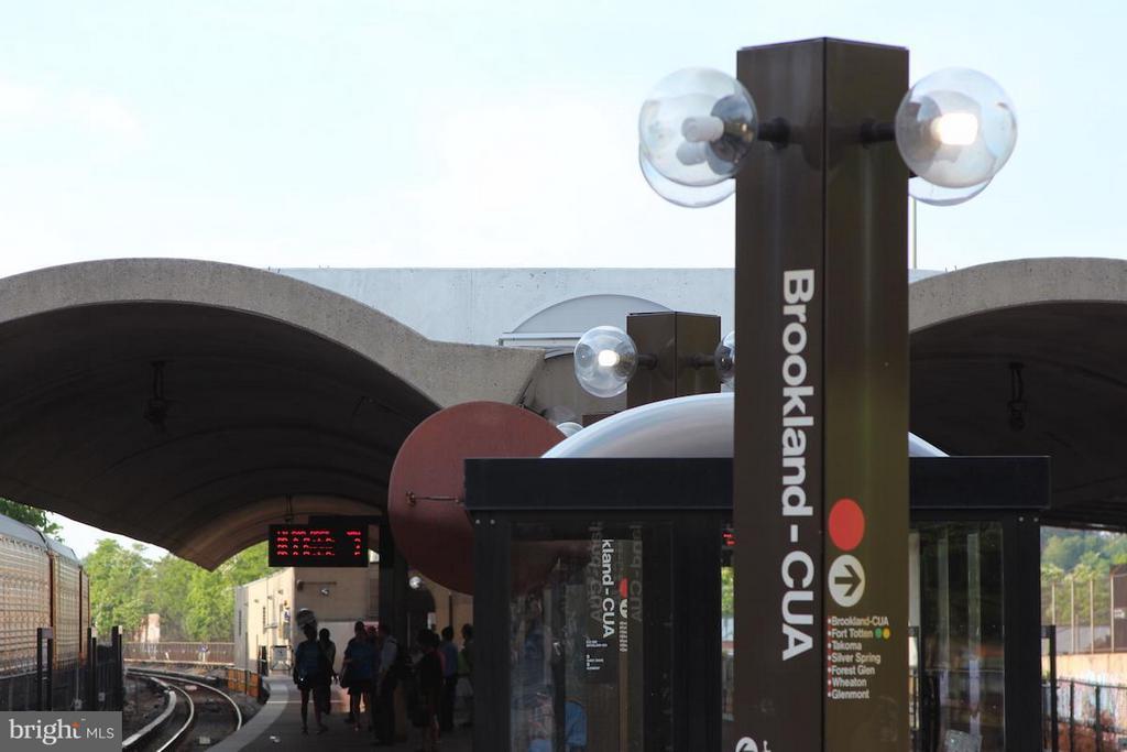 Brookland/ CUA Metro is 6 blocks away ! - 3102 CHANCELLORS WAY NE, WASHINGTON