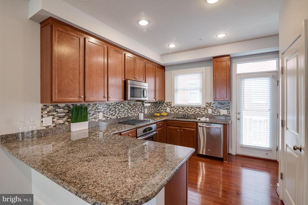 Big Open Kitchen - 3102 CHANCELLORS WAY NE, WASHINGTON