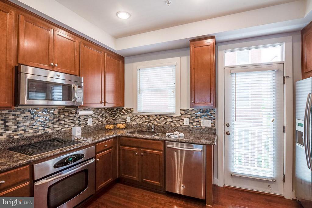 Big Open Kitchen w/ hardwoods and granite - 3102 CHANCELLORS WAY NE, WASHINGTON