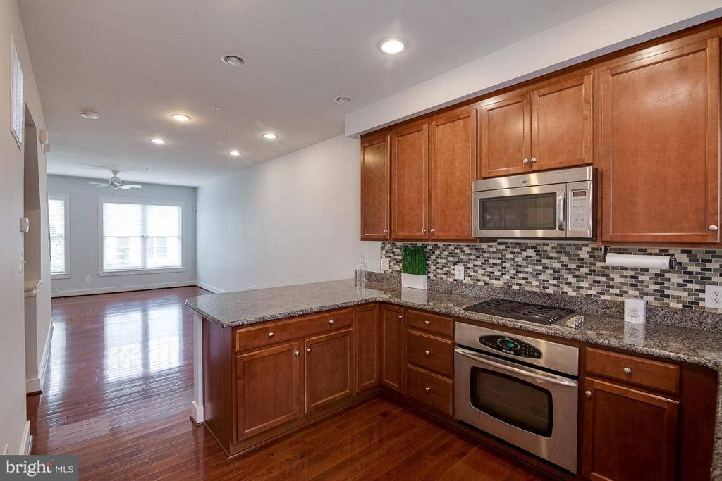 Kitchen open to DR and LR - 3102 CHANCELLORS WAY NE, WASHINGTON