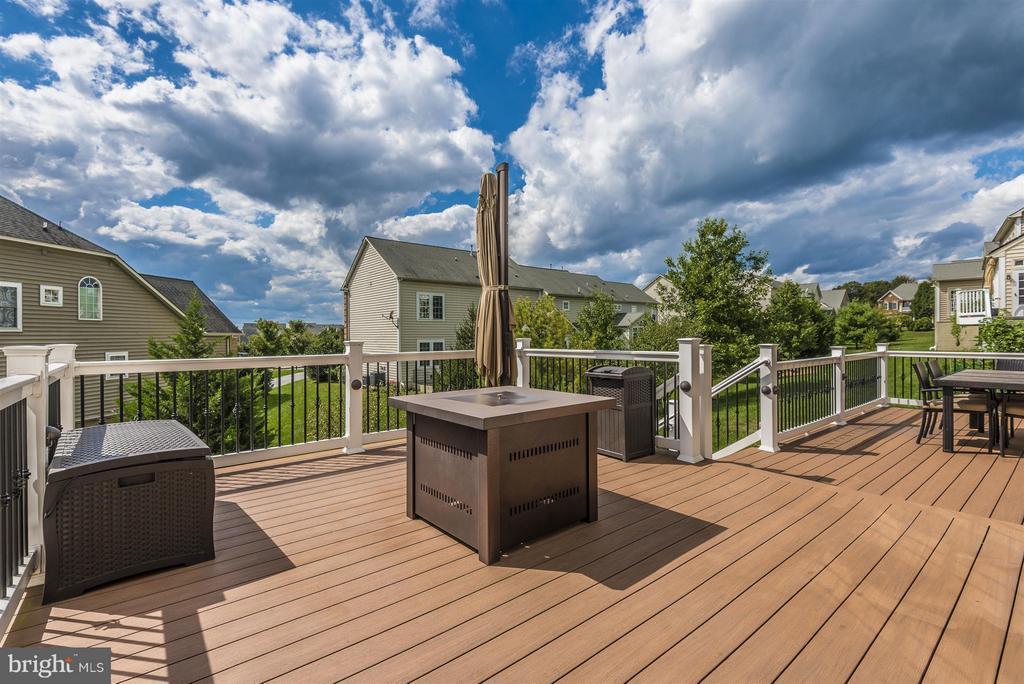 Low maintenance deck down to hard scape - 4002 CARRIAGE HILL DR, FREDERICK