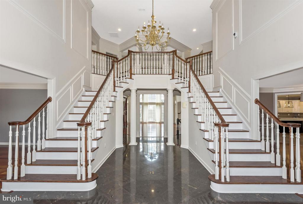 Grand Entrance - 4002 CARRIAGE HILL DR, FREDERICK
