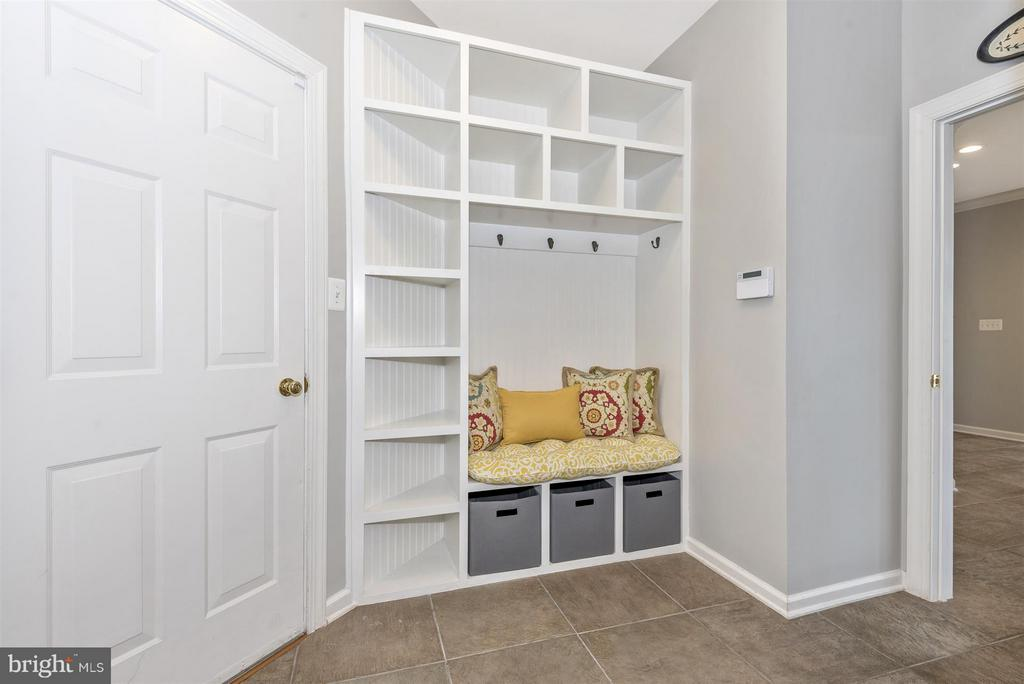 Mudroom off garage - 4002 CARRIAGE HILL DR, FREDERICK