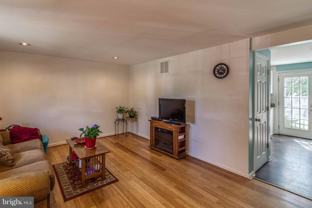 Low maintenance Bamboo floors - 3248 WYNDALE CT, WOODBRIDGE