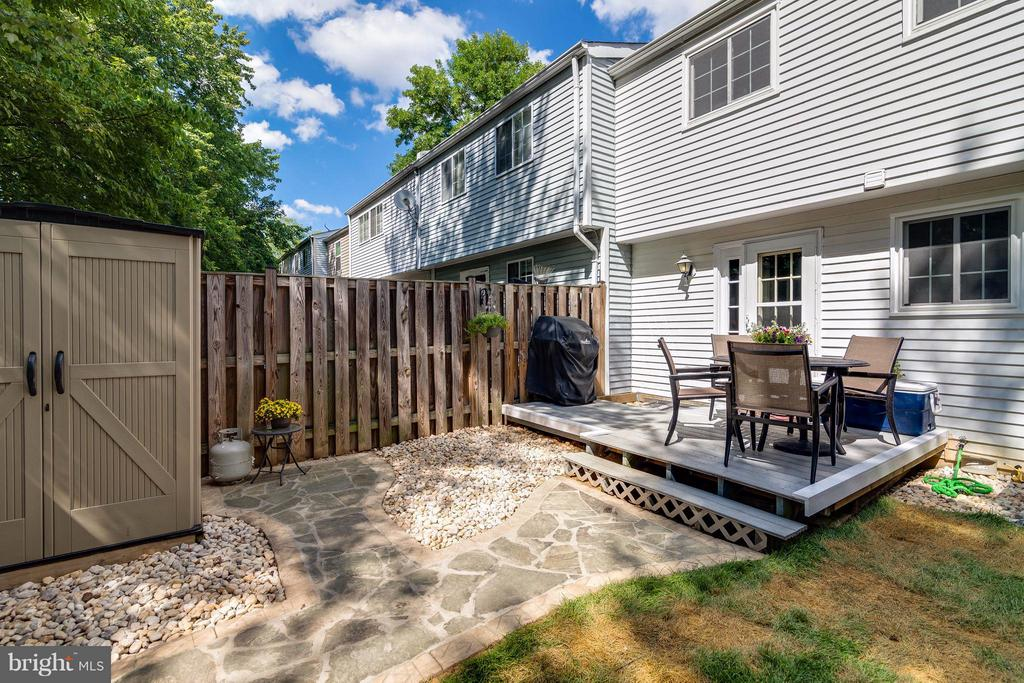 Low maintenance composite deck - 3248 WYNDALE CT, WOODBRIDGE