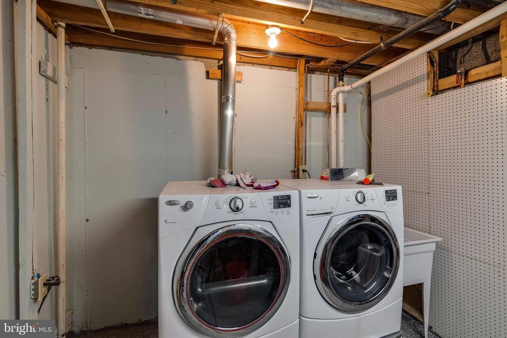 Large laundry and storage on LL - 3248 WYNDALE CT, WOODBRIDGE