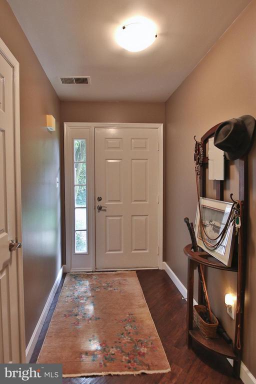 Bright foyer. - 1435 CHURCH HILL PL #1435, RESTON