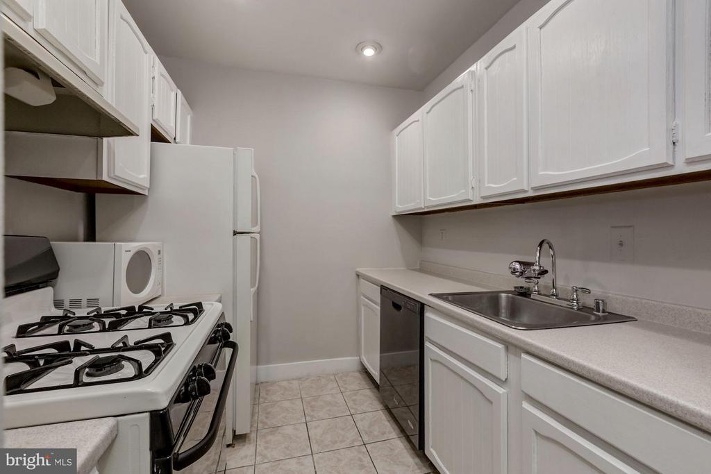 Unit #2 Kitchen - 421 E ST NE, WASHINGTON