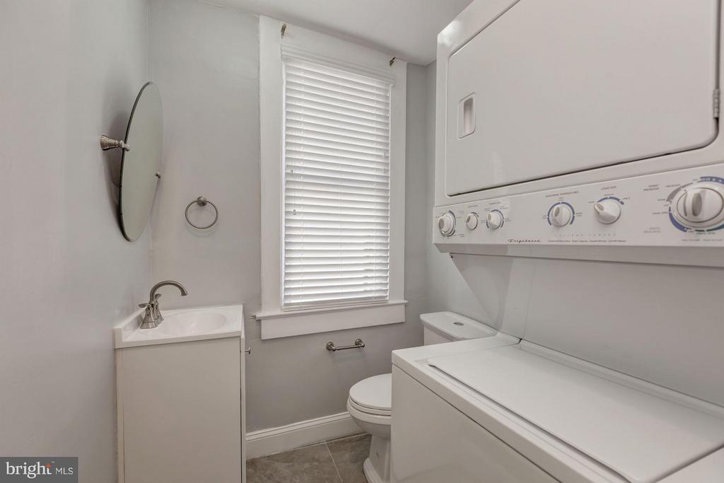 Powder Room - 421 E ST NE, WASHINGTON
