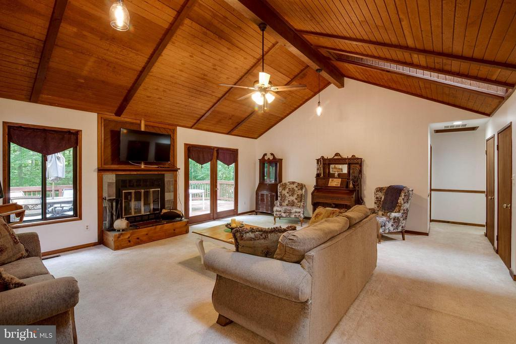 Family Room - 8116 KING ARTHURS CT, MANASSAS