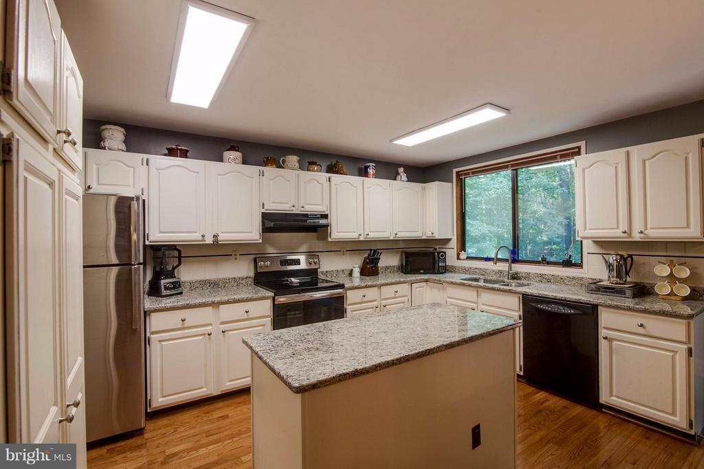 Kitchen - 8116 KING ARTHURS CT, MANASSAS