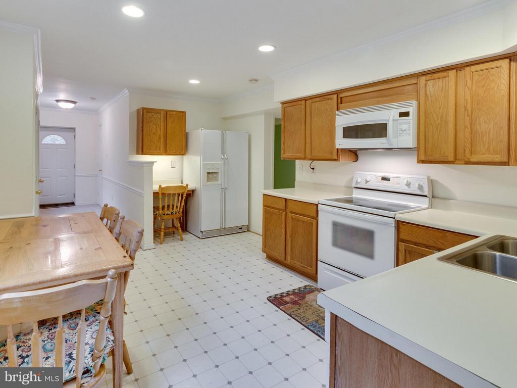 Au-pair suite kitchen - 11728 AMKIN DR, CLIFTON