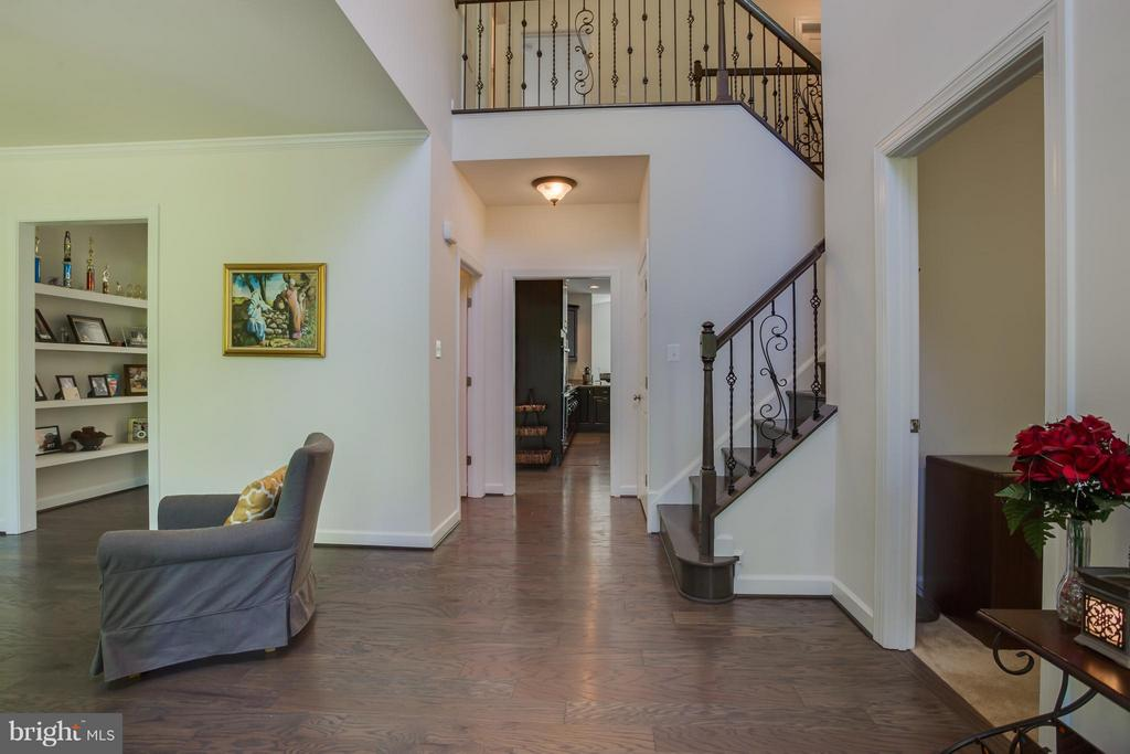 Two-Story Foyer with Upgraded Railing - 20 WHISTLER WAY, STAFFORD