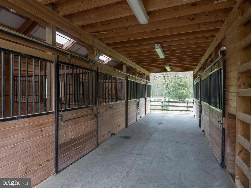 Center Aisle Barn - 11728 AMKIN DR, CLIFTON