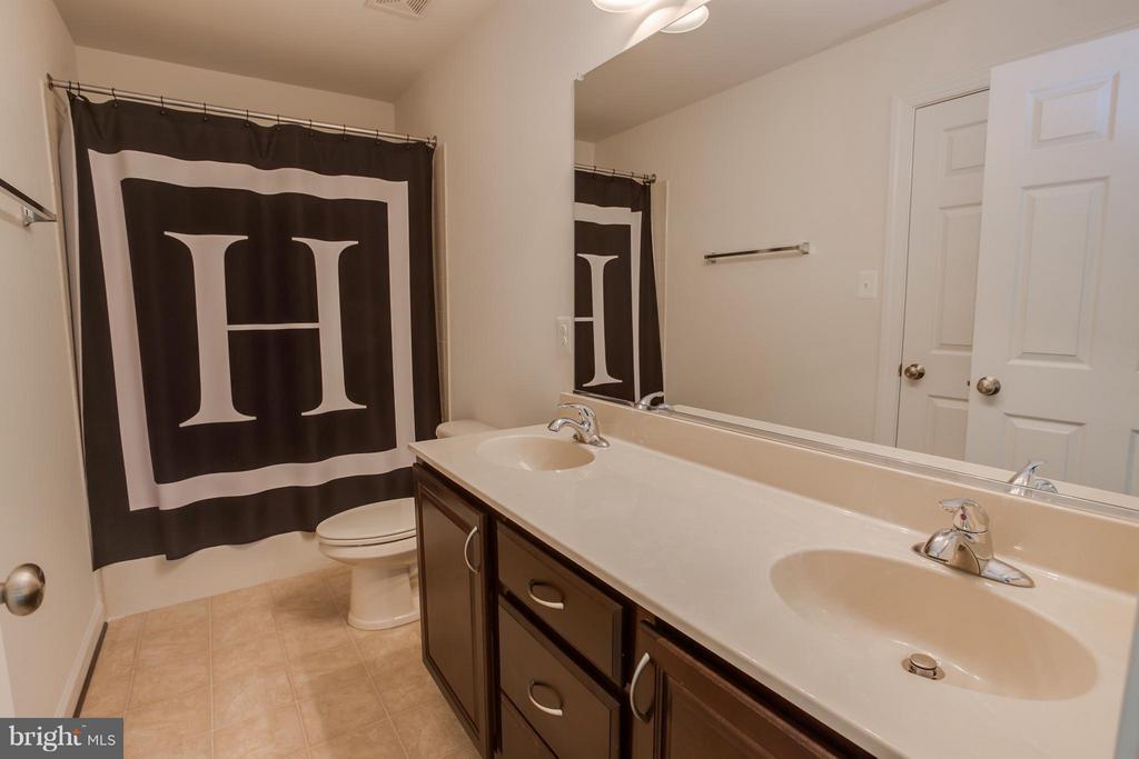 Double Sink Vanity in Hallway Bathroom - 20 WHISTLER WAY, STAFFORD