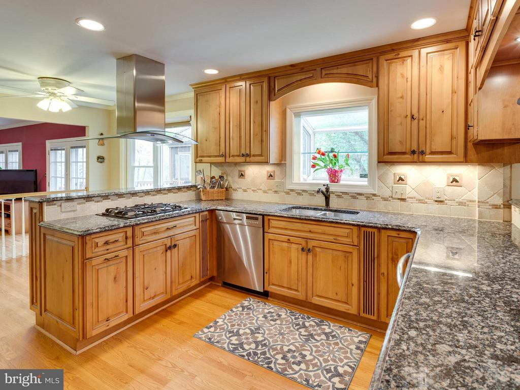 Kitchen - 11728 AMKIN DR, CLIFTON