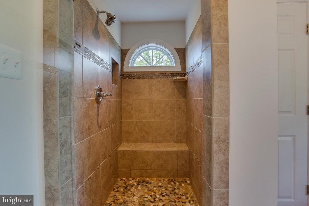 Seamless Glass Door with Pebble Tile Floor - 20 WHISTLER WAY, STAFFORD