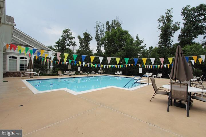COMMUNITY CENTER'S OUTDOOR POOL - 20810 NOBLE TER #208, STERLING
