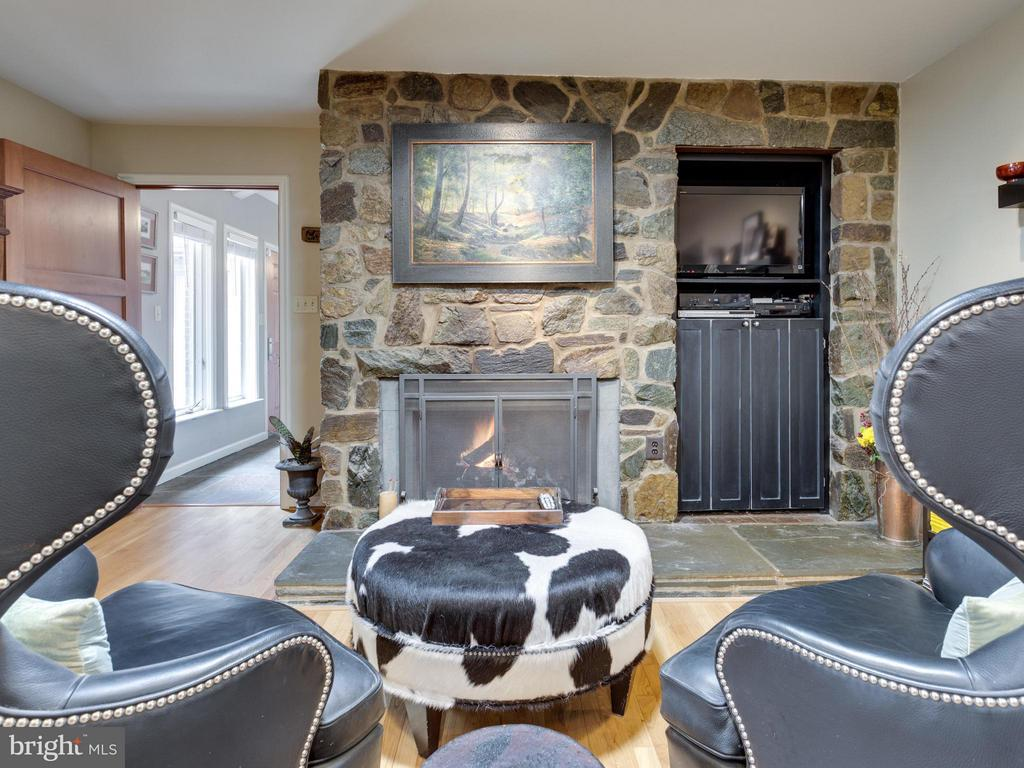 Family Room - 7607 WILLOWBROOK RD, FAIRFAX STATION