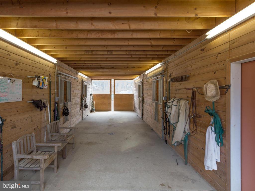Center hall barn - 7607 WILLOWBROOK RD, FAIRFAX STATION