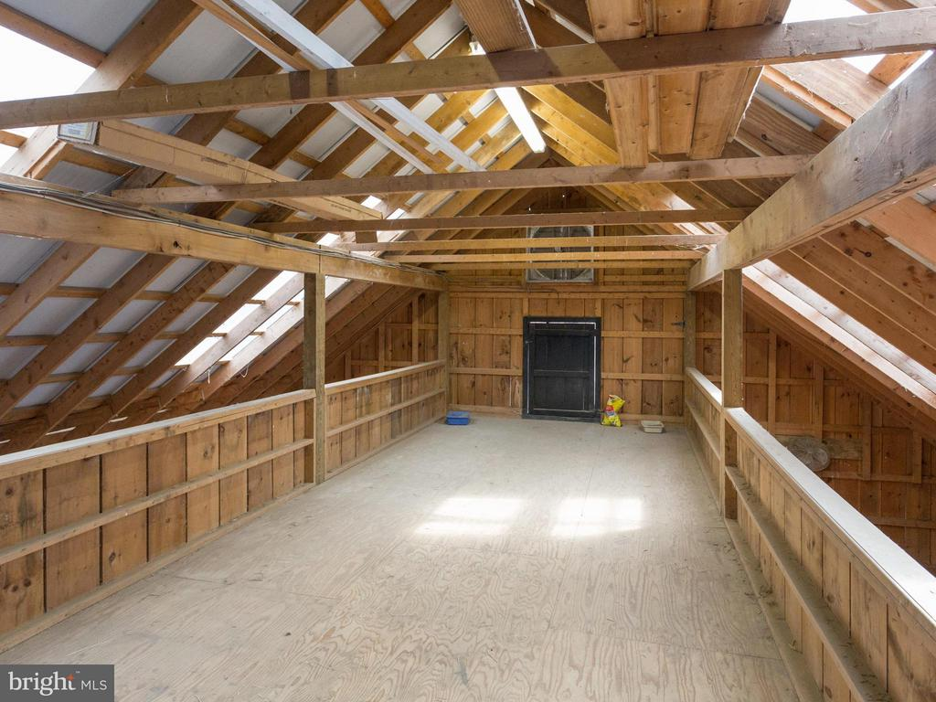 Barn loft - 7607 WILLOWBROOK RD, FAIRFAX STATION