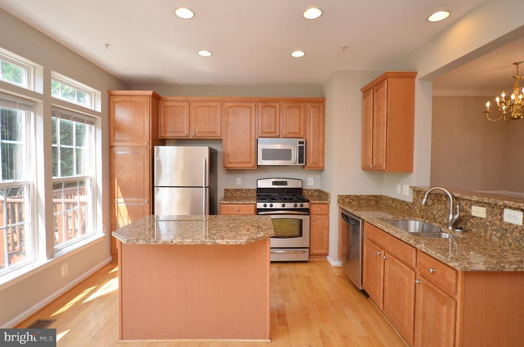 Gourmet Kitchen with granite counters - 3502 ELLERY CIR, FALLS CHURCH