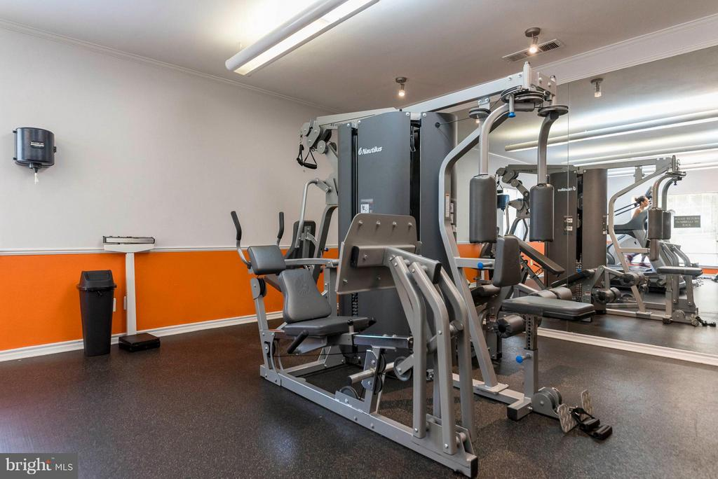 Fitness center - 3912 PENDERVIEW DR #537, FAIRFAX