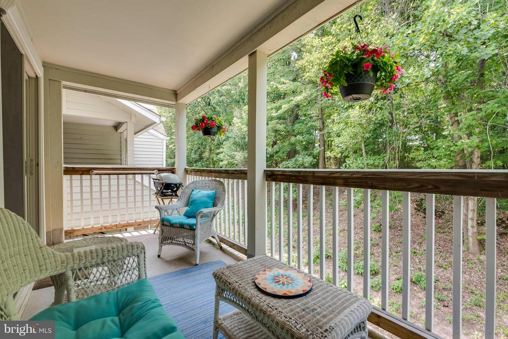 Private patio overlooks trees - 3912 PENDERVIEW DR #537, FAIRFAX