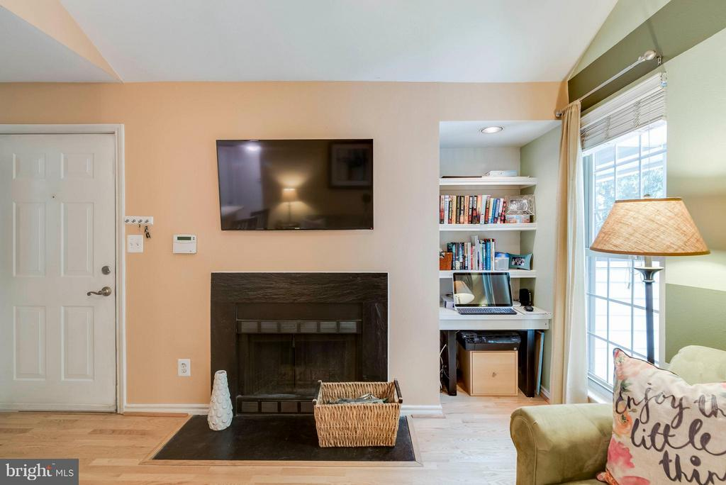 Cozy up next to the fire! - 3912 PENDERVIEW DR #537, FAIRFAX